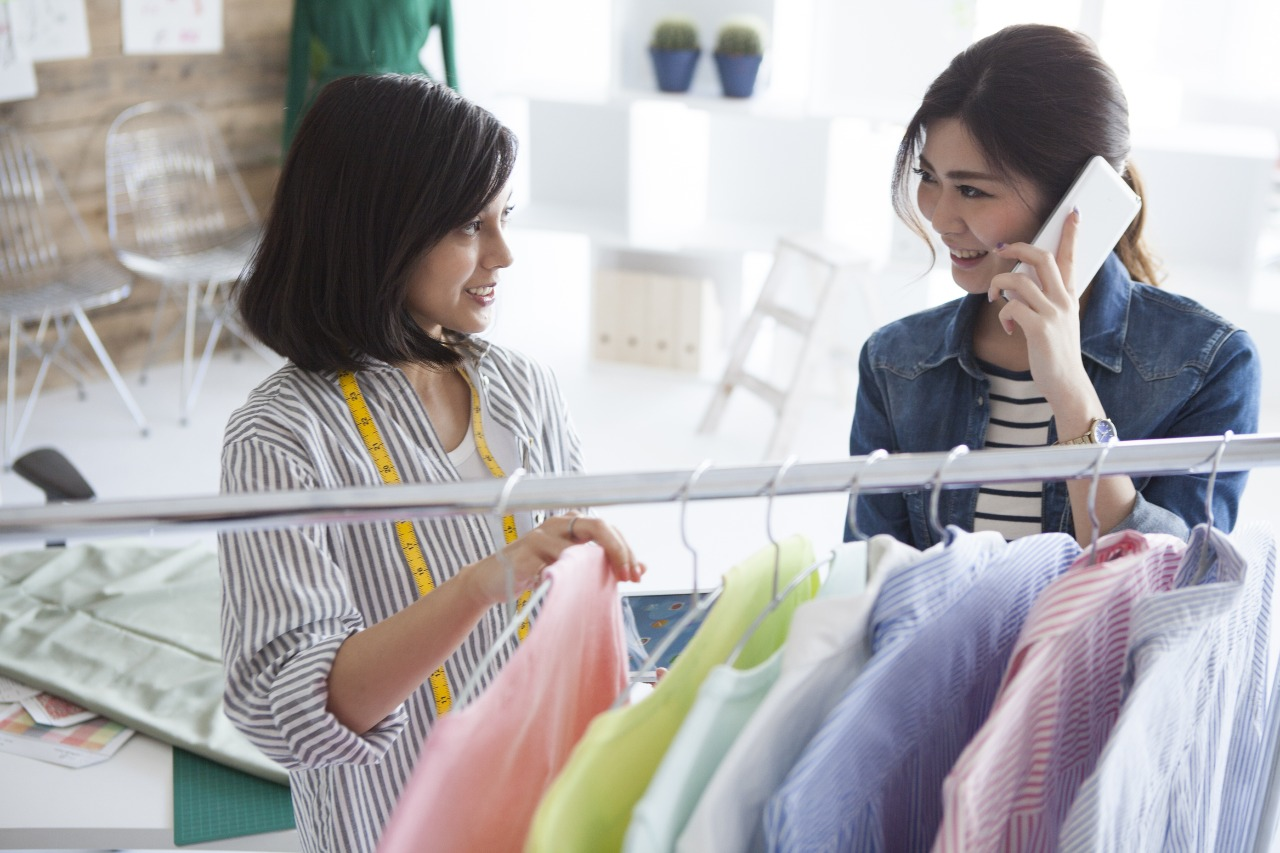 Female shopper receiving positive customer experience when buying online in Japan