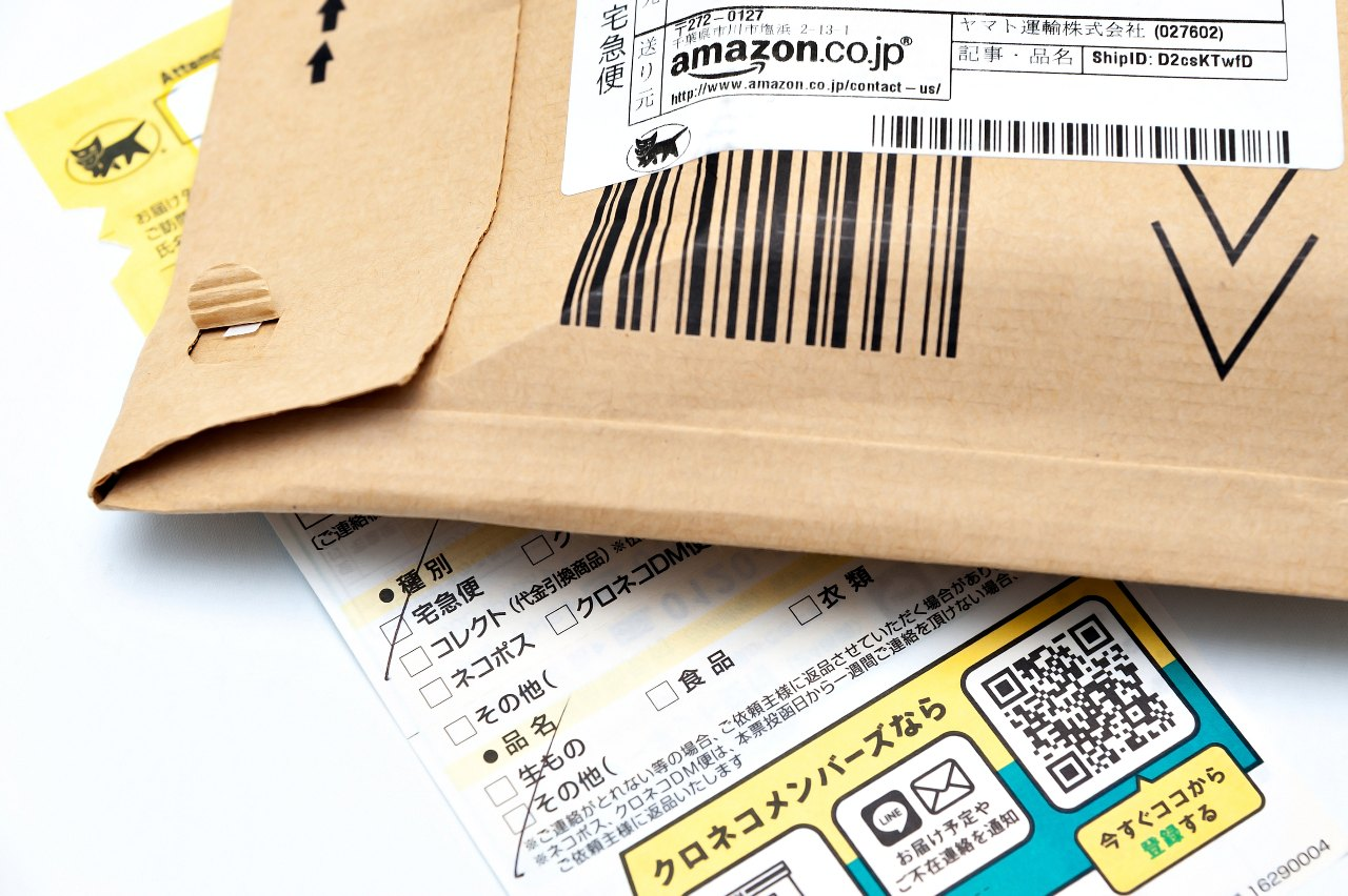 Amazon Japan mailer padded envelope and delivery notice from Yamato delivery company